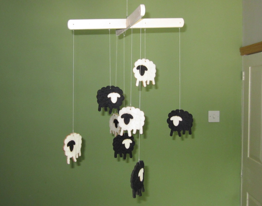 Black White Felt Sheep Mobile whole v1